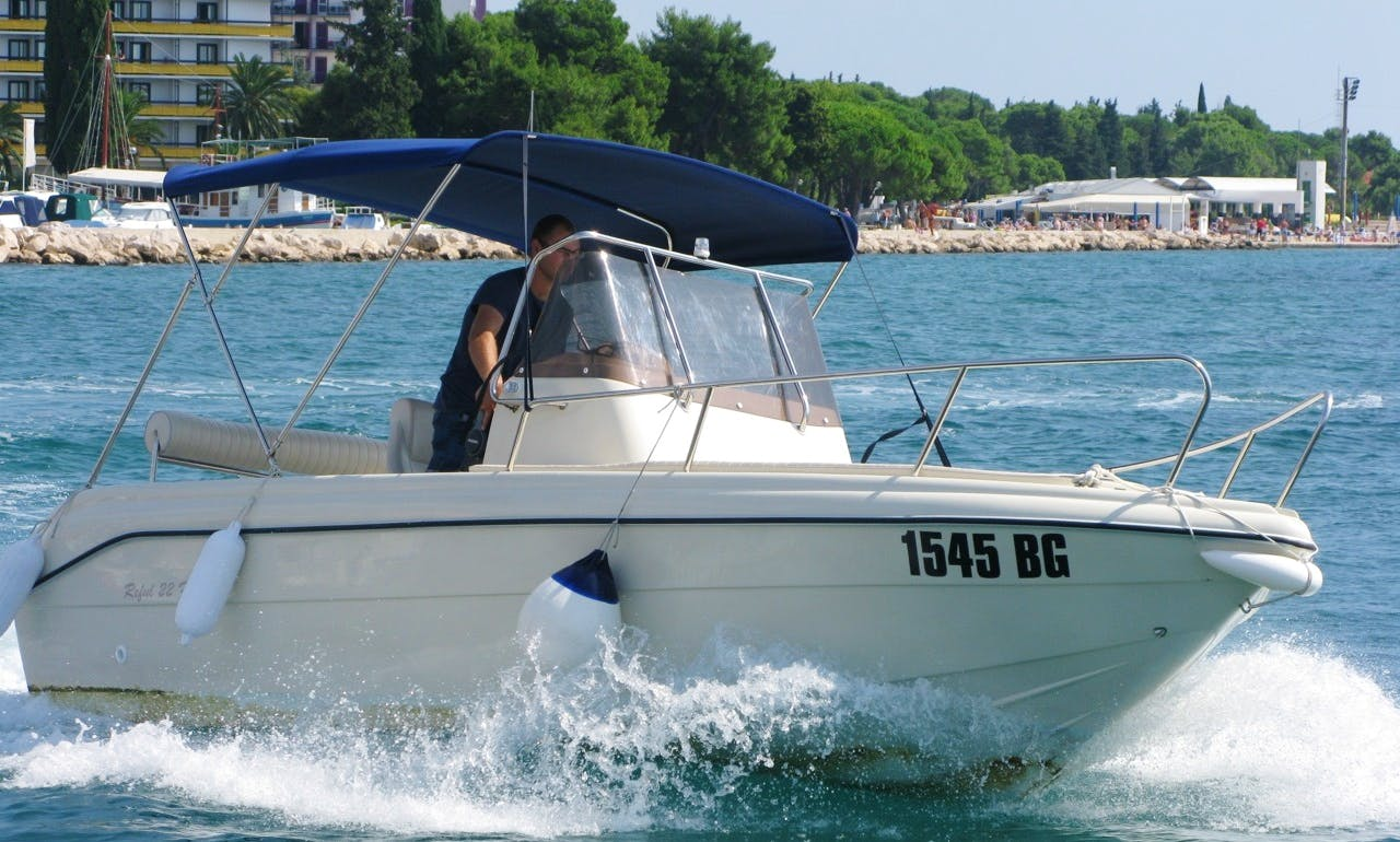 Flyer 22 Sun Deck Boat Rental In Zagreb
