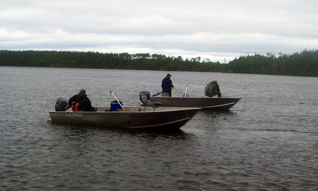 Deluxe alumarine 30 hp fishing boat rental in ontario for Fishing boat rentals