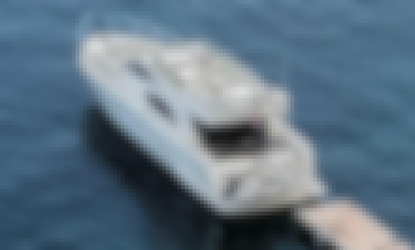 Motor Yacht Rental in Notios Tomeas Athinon