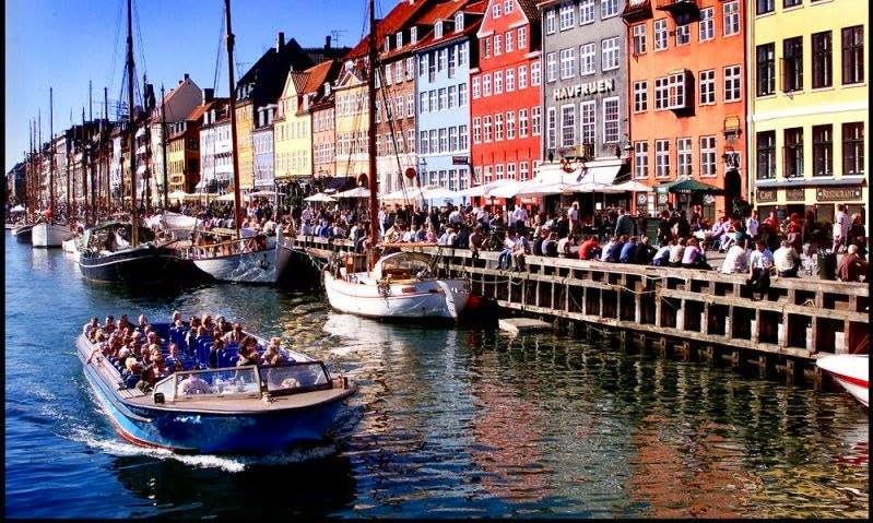 Open Canal Boat Tours & Rental in København