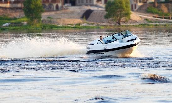 20,5' Utopia Bowrider Rental In Muskoka Lakes