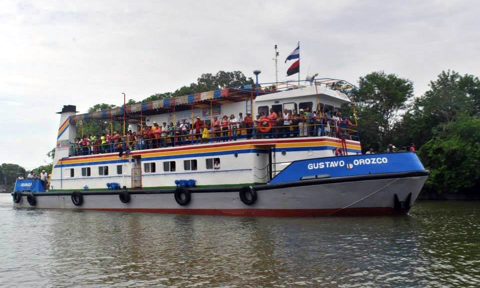 Family Boat Cruises in the Great Granada Lake