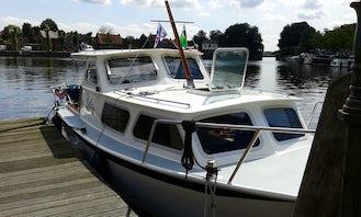 27' Pedro Cruiser Motor Boat Rental In Heukelum