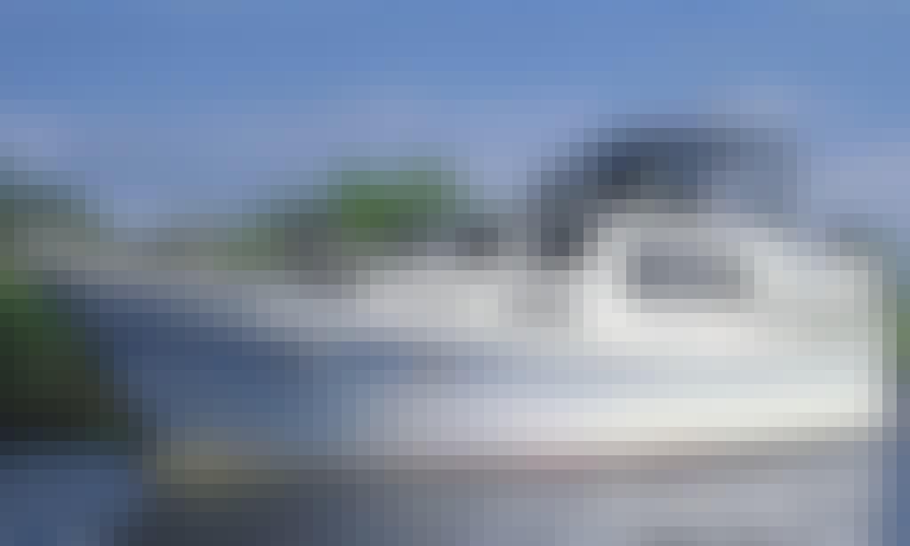 43' Vri-Jon 1320 Motor Yacht Available to Rent in Langelille, Netherlands