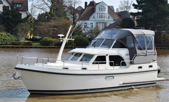 Canal Boat Rental In Kinrooi