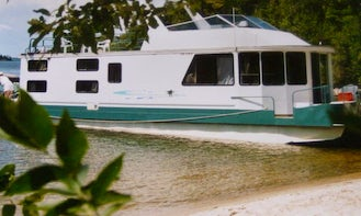 44' Houseboat with 2 Cabins Ready to Hire in Sioux Narrows, Canada