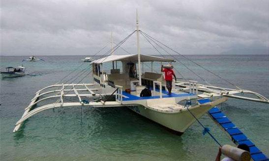 (14 Pax) Diving Boat Tour In Puerto Galera