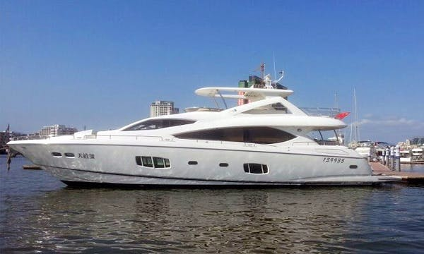 SL013 Cruiser Motor Yacht Charter in Hong Kong