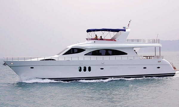 SL011 Cruiser Motor Yacht Charter in Hong Kong