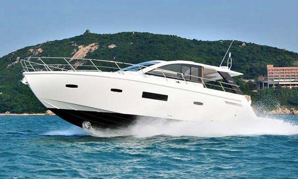 SL014 Cruiser Motor Yacht Charter in Hong Kong