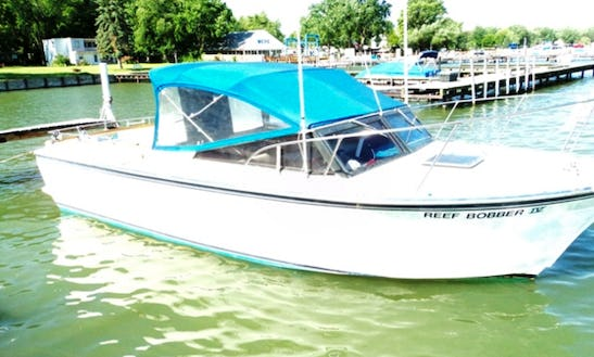 Charter Power Boat In Lakeside, Marblehead, Ohio