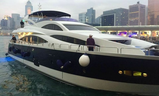 Cruiser 98 Yacht In Hongkong