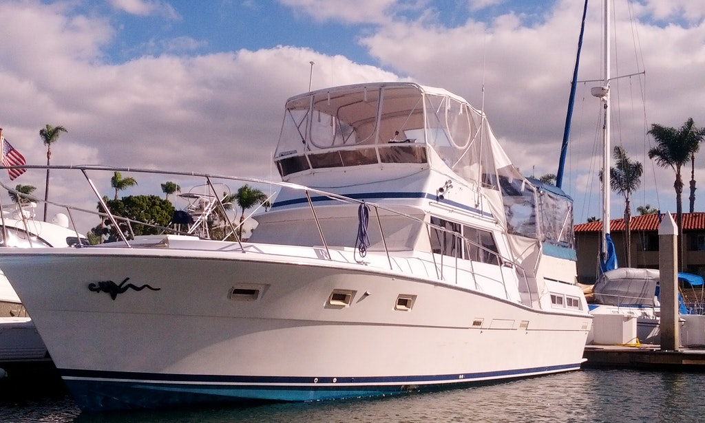 Captained Charter On 43 39 Viking Aft Cabin Motor Yacht In