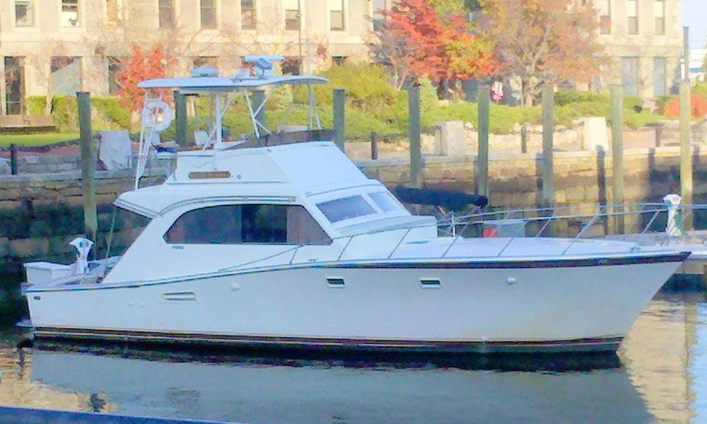 Charter on 42ft 39 indiscretion 39 yacht in boston for Motor boat rental boston