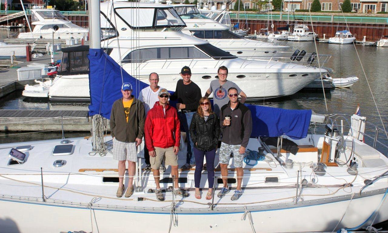 Charter a 40' Hunter Legend Cruising Monohull for 10 People in Chicago, Illinois