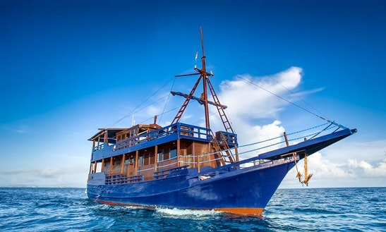 Liveaboard Diving And Cruise In Komodo, Indonesia
