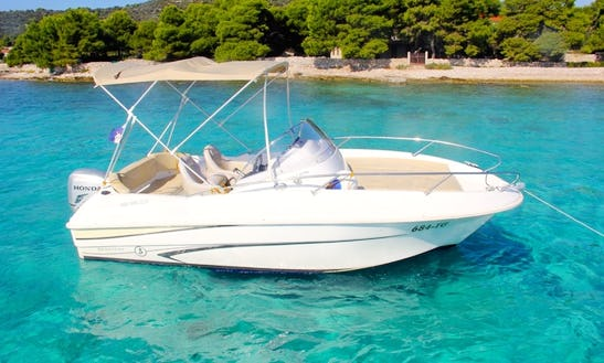Beneteau Flyer 550 Sun Deck - Rental In Split, Dalmatia, Croatia - Cuddy Cabin/walk Around