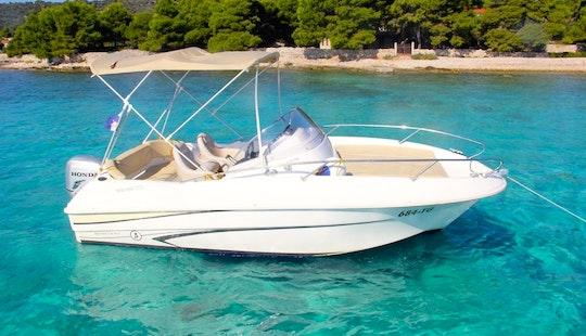 Beneteau Flyer 550 Sun Deck - Rental In Split, Dalmatia, Croatia - Cuddy Cabin/walk Around
