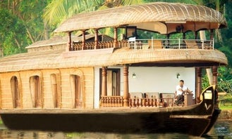 Great Amenities on this Three Bedroom Houseboat in Alappuzha
