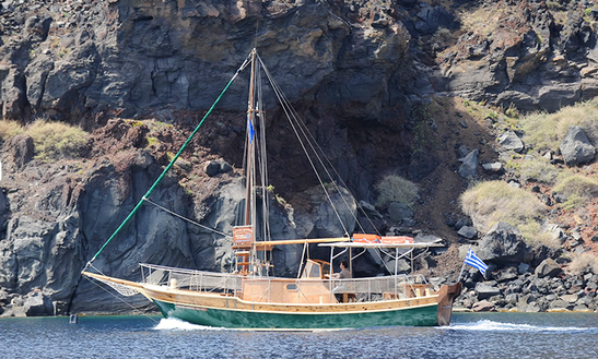 39' Gulet Tours In Santorini, Greece