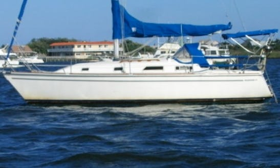 31' Cruising Monohull Rental In Boston, Massachusetts
