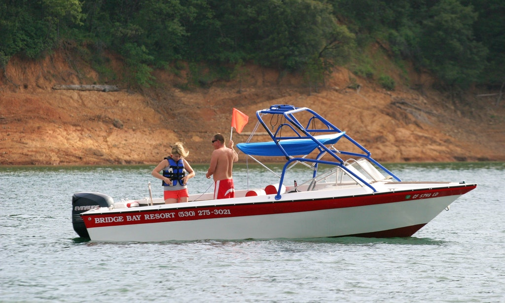 Ski boat with tower shasta lake redding ca getmyboat for Shasta motors redding california