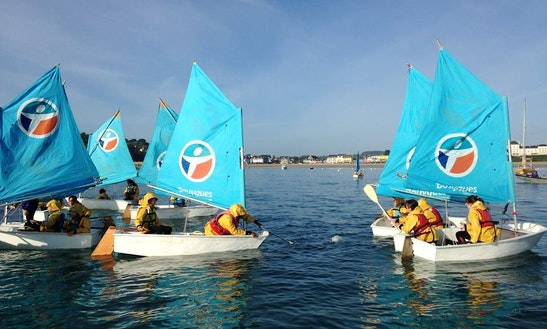 Foam Daysailer Rental In Crozon