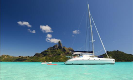 Charter Catamaran Aroa In Puna'auia