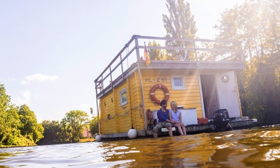 'tammy' Houseboat Hire & Charter In Lübeck