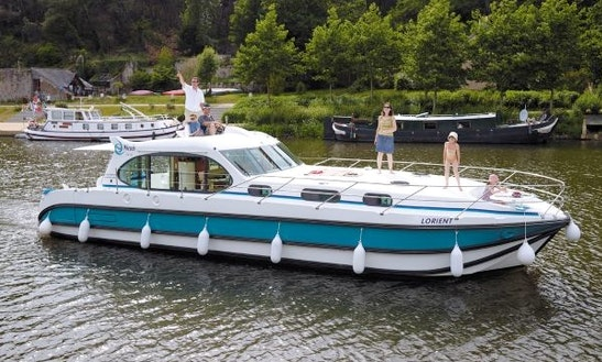 Charter A 44' Motor Yacht For 10 People In Aigues-mortes, France