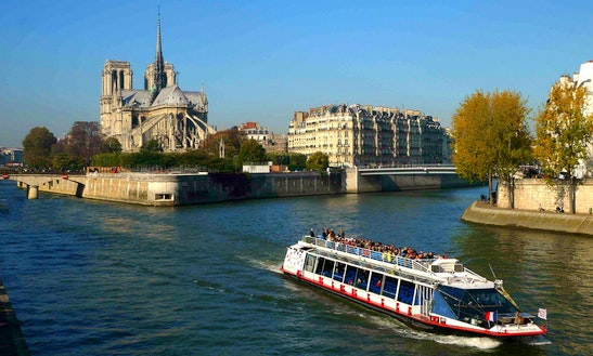 124' Passenger Boat Charter In Paris, France
