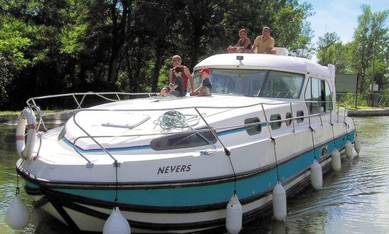 43' Motor Yacht For 12 People For Hire In Bellegarde, France