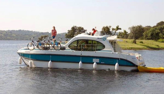 Excellent 36' Motor Yacht For 10 Person Ready To Cruise In Bouzies, France