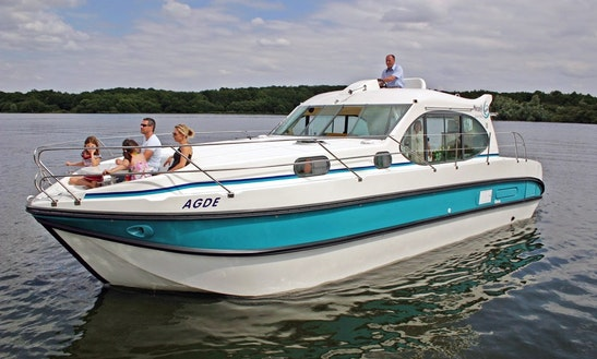 'nicols 1160' Motor Yacht Hire In Dole