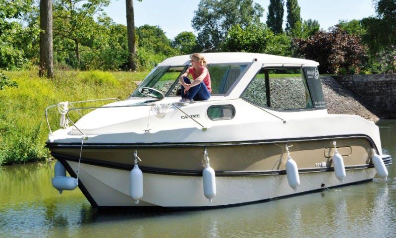 Canal Boat for 4 People Available to Hire in Grez-Neuville, France