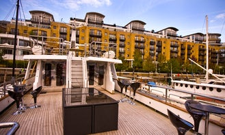 Experience ''Absolute Pleasure'' Boat in England