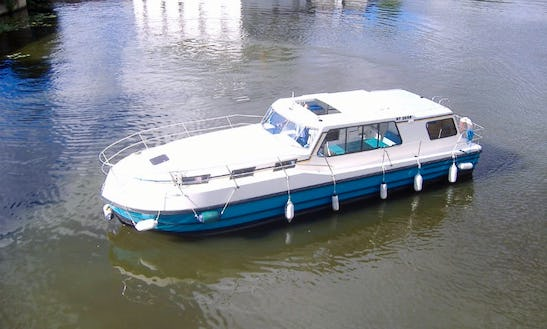 Affordable Riviera 1130 Motor Yacht For Hire In Sablé-sur-sarthe, France
