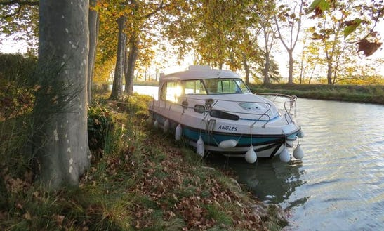 'nicols 1160' Motor Yacht Hire In Sablé-sur-sarthe, France