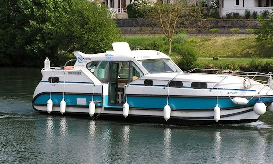 'confort 1100' Motor Yacht Hire In Le Somail