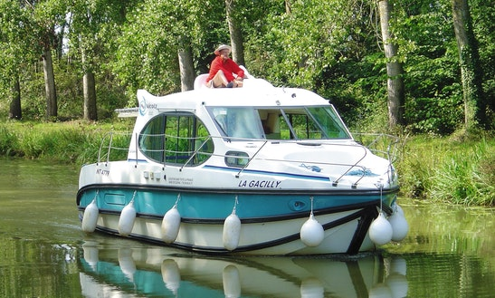 29' Cuddy Cabin Motor Yacht Available For Weekly Hire In Bellegarde, France