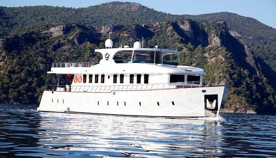 Socio Tours - Trawler Rental