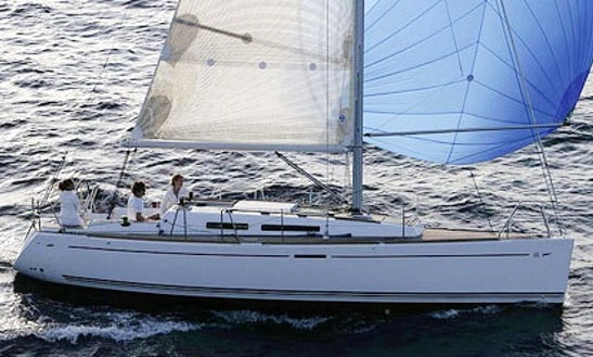 Dufour 34' Cruising Monohull Rental & Trips In Larmor-plage, France