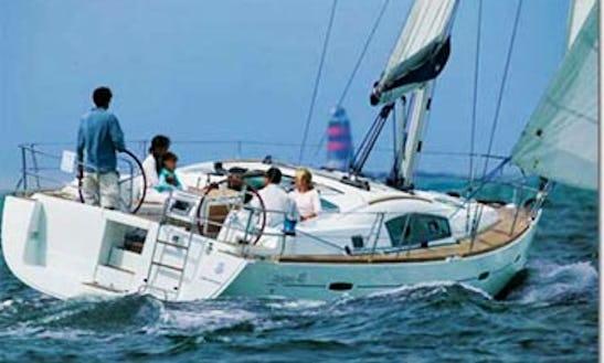Oceanis 40 Cruising Monohull Rental & Trips In Larmor-plage, France