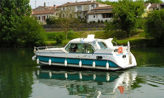'confort 1100' Motor Yacht Hire In Brienon