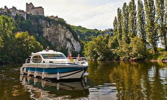 'estivale Sixto Prestige' Motor Yacht Hire In Nevers Plagny