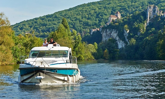 'estivale Octo' Motor Yacht Hire In Nevers Plagny