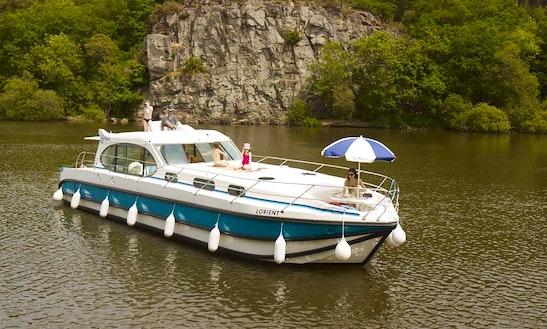 'estivale Sixto' Motor Yacht Hire In Harskirchen