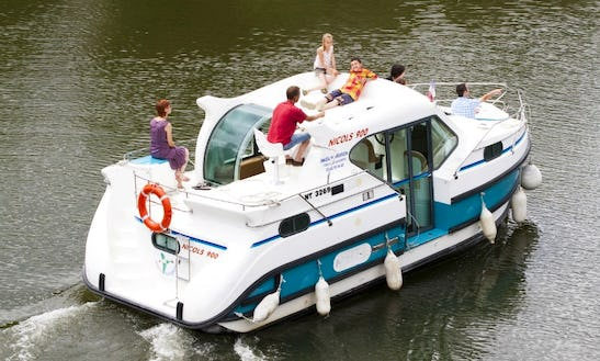 Hire A 29ft 'confort 900 Dp' Motor Yacht In Grez-neuville, France