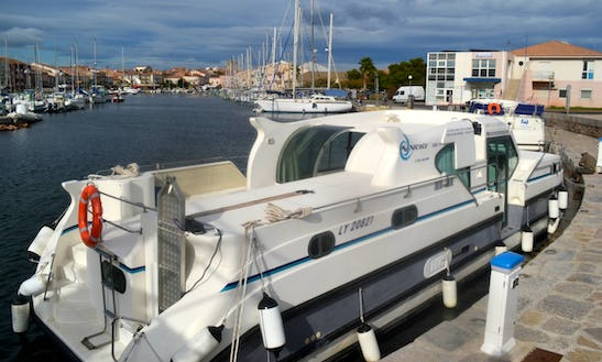 Charter A 10 Person 'confort 1350' Motor Yacht In Grez-neuville, France