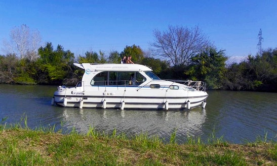 'nicols 1010' Motor Yacht Hire In Port-sur-saône, France For 8 Person